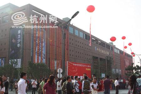 杭州九堡四季青服装批发市场(图一)